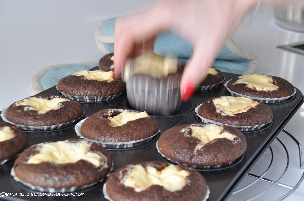czekoladowe_muffiny_z_serkiem_04
