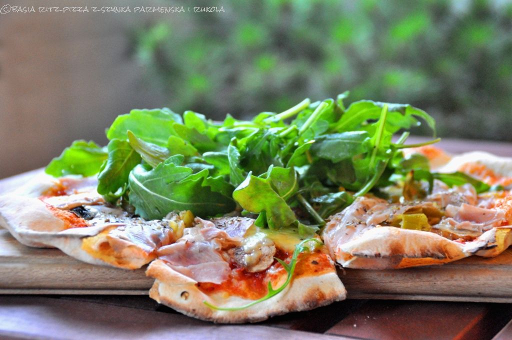 pizza_z_szynka_parmenska_01